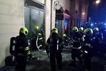 Požár prodejny hodinek v Široké ulici.