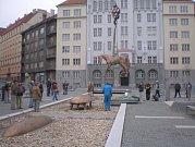 Instalace bronzového koně od Michala Gabriela.