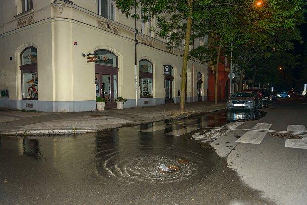 Havárie vodovodního potrubí v ulici Křižíkova
