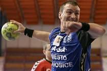 POSILA. Pivot Jan Brabec ještě v dresu Lovosic.