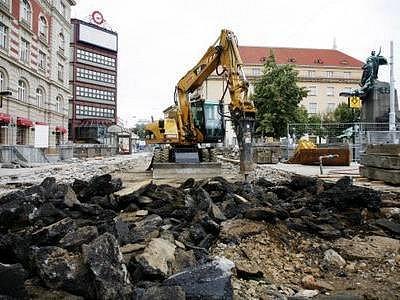 Rekonstrukční práce na Palackého náměstí.