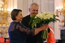 Charitativní ples Miloše a Ivany Zemanových se konal 20. ledna ve Španělském sále Pražského hradu. Na snímku je prezidentský pár při úvodním tanci.