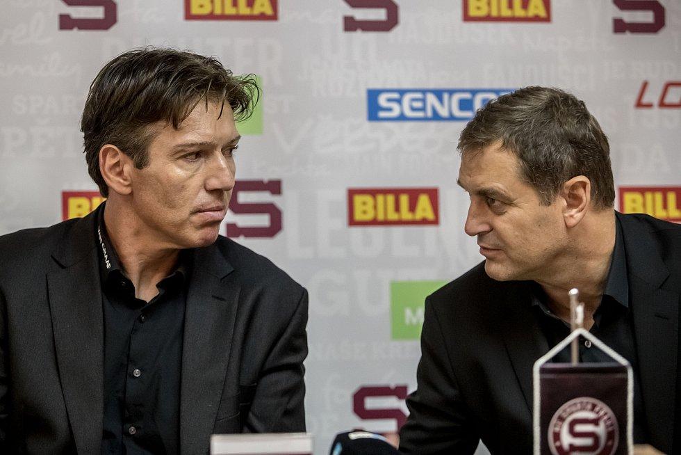 Hokejové pražská Sparta uspořádala 11. září v Praze tiskovou konferenci. Na snímku trenér Uwe Krupp a předseda představenstva Petr Bříza.