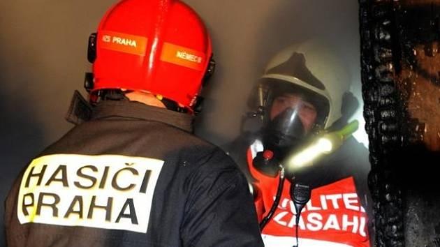 Požár rodinného domu v Kryštofově ulici v Praze 11.