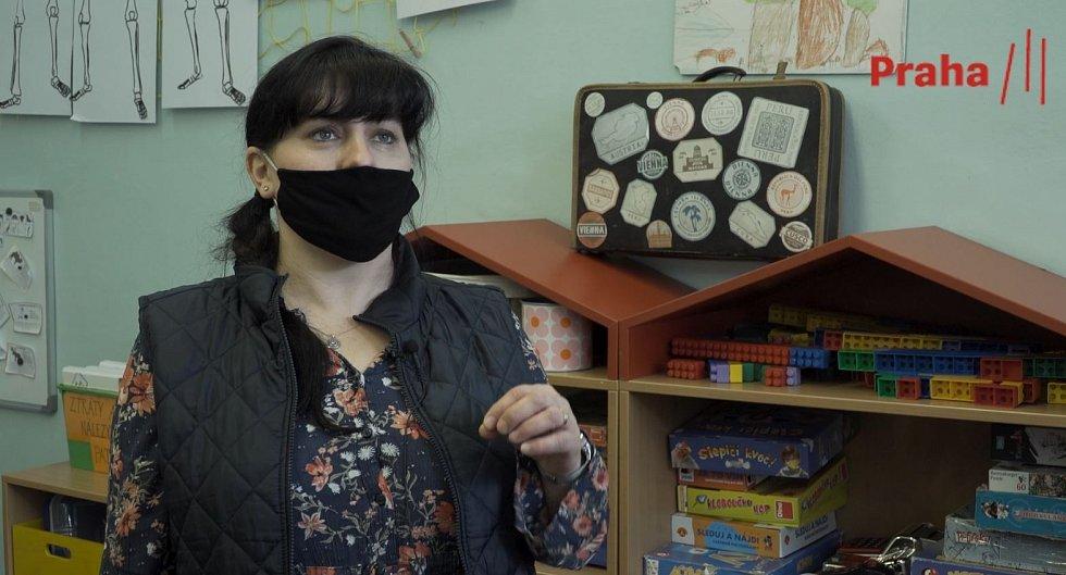 Žáci první třídy se sami testovali ze slin.