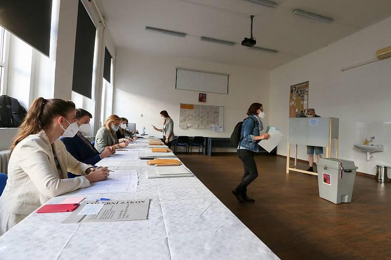Volby do Poslanecké sněmovny Parlamentu ČR, pátek 8. října v Praze - Vysoká škola kreativní komunikace.