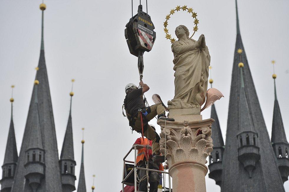 Na Staroměstském náměstí v Praze byla 4. června 2020 vztyčena replika mariánského sloupu ze 17. století.