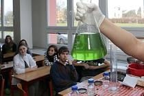 Hodina Chemie. Ilustrační foto.