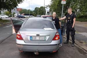 Policie dopadla dealera drog i narkomana skoro zároveň.