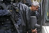 Vazebně stíhaný Bohumír Ďuričko, obviněný z vraždy Václava Kočky mladšího nabídl prostřednictvím svého advokáta Jana Červenky kauci tři miliony korun jako záruku, že se na svobodě nebude vyhýbat trestnímu stíhání.