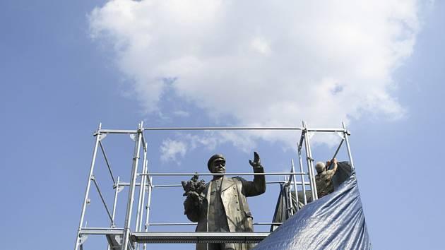 Starší muž se opět 31. srpna 2019 odpoledne pokusil sejmout plachtu, kterou nechala kolem sochy maršála Ivana Koněva nainstalovat Praha 6.