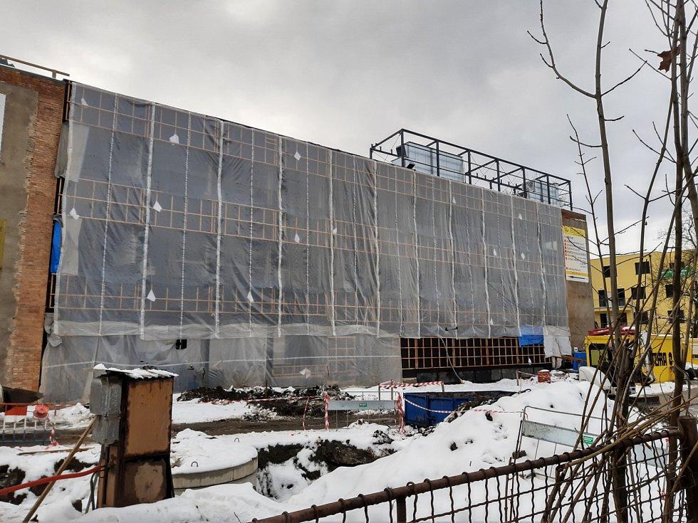 Rekonstrukce střední školy COPTH (Centrum odborné přípravy technickohospodářské) v Českobrodské ulici.