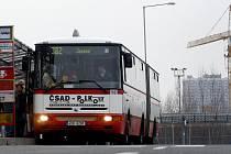 Příměstská autobusová linka 382 je zřejmě zakletá. Alespoň to tak vypadá podle potíží s jejím přesměrováním.