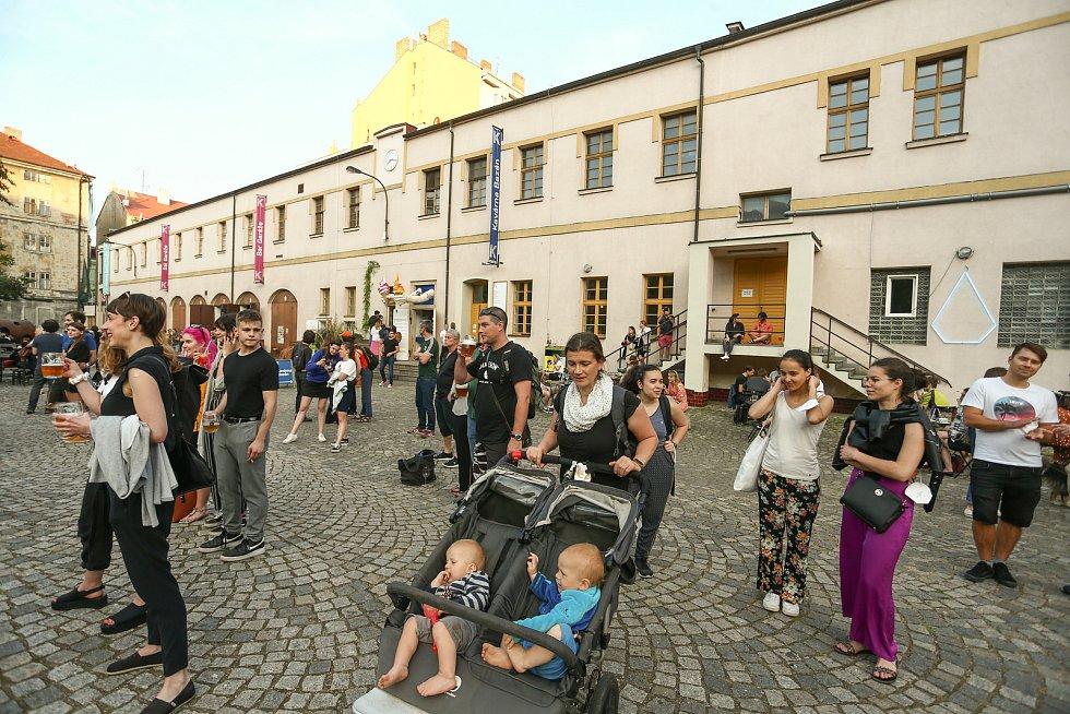 Festival nového cirkusu Cirkopolis v Kasárnách Karlín, 9. června.