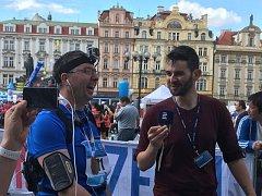 Alex Trejtnar doběhl Pražský maraton v čase šesti hodin, poslední desítku kilometrů zdolával kombinací běhu a chůze.