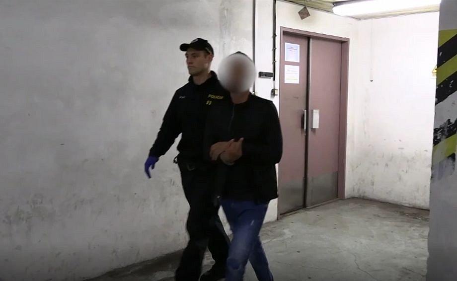 Muž podezřelý z okrádání seniorů v metru.