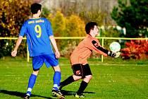 NA NOVÝ STADION potřebuje Mníšek pod Brdy přibližně 2 miliony. Malí fotbalisté zatím musí trénovat jinde, po školách a na menších hřištích.