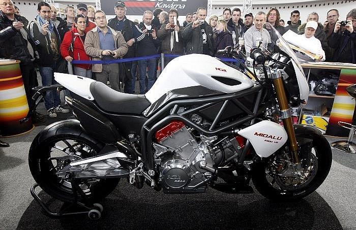 Na Výstavišti v pražských Holešovicích začal 3. března 15. mezinárodní veletrh motocyklů a příslušenství Motocykl. Na snímku světová premiéra českého motocyklu šestiválce FGR Midalu.
