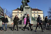 Tancem proti násilí s Hankou Kynychovou na Palackého náměstí.