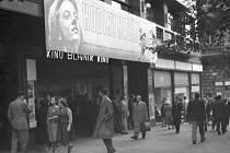 Kino Blaník. Průčelí biografu na Václavském náměstí, kde byl v roce 1955 zahájen Týden polského filmu válečným snímkem Hodiny naděje.
