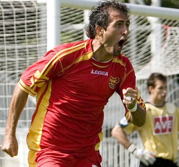 O jediný gól podzimního pražského derby mezi druholigovými fotbalisty Dukly a Sparty Krč rozhodl 1. září na Julisce Jan Hubka. Trefil se v polovině druhého poločasu a Dukla doma vyhrála 1:0.