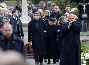 Pohřeb probíhal za zvláštních bezpečnostních podmínek.