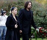 Pohřbu se účastnili i manželé Iveta Bartošová s Jiřím Pomejem.