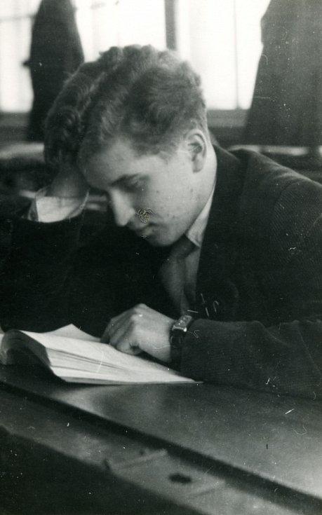 Ivan Havel studuje večerní gymnasium. 50. léta.