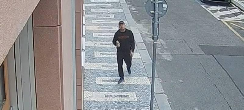 Obtěžování ženy neznámým mužem v Praze 2.