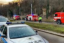 V Praze se v ulici Na Petřinách srazila tři hasičská auta a dodávka.