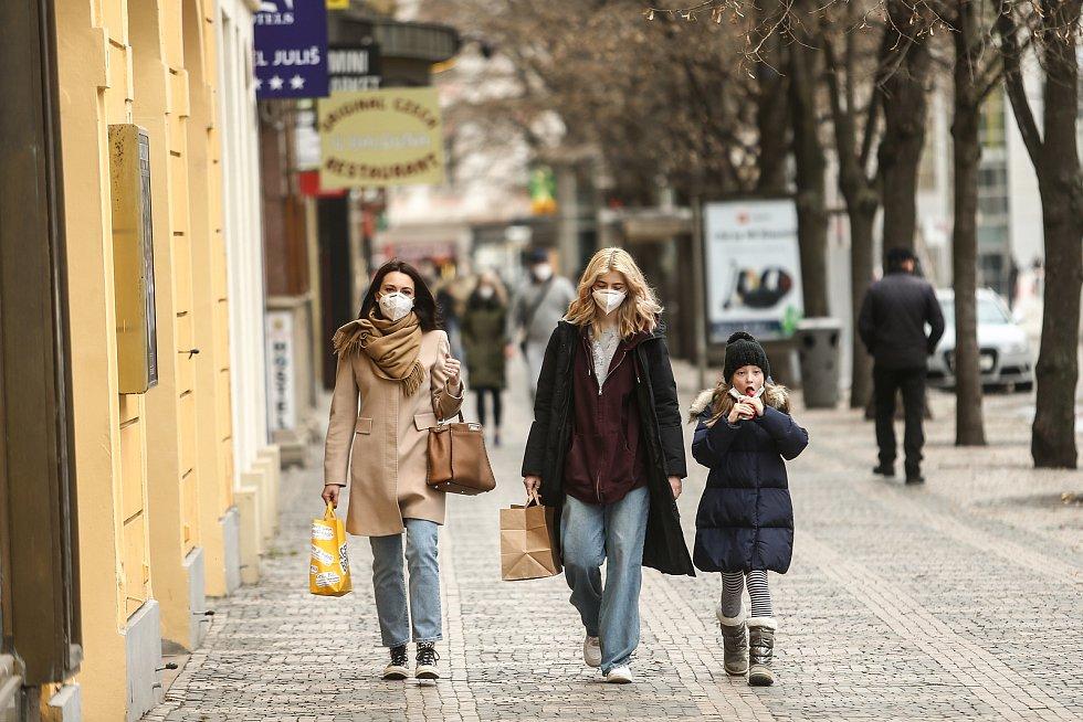 Lidé v centru Prahy v sobotu 13. března.