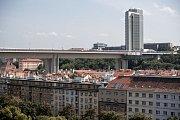 Čtvrť Nusle 17. srpna v Praze. Nusle, Folimanka, park, Nuselský most, Corinthia, bydlení, činžovní dům, činžák