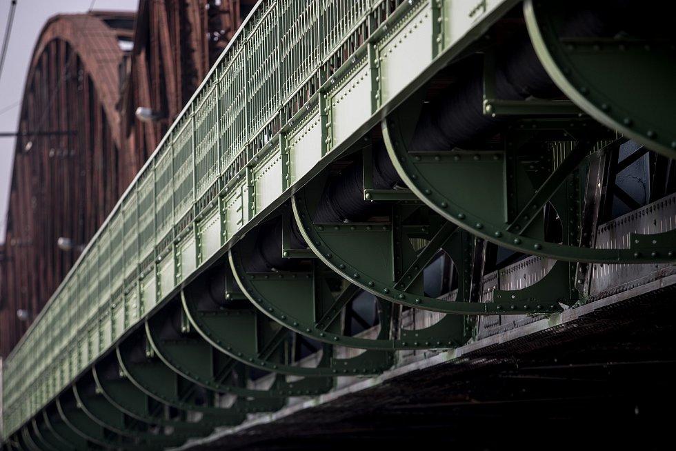 Slavnostní otevření lávky na Železničním mostě po rekonstrukci proběhlo 18. října v Praze.