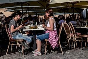 Zahrádky u restaurací v centru Prahy 21. srpna 2019.