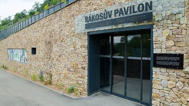 Rákosův pavilon pro cizokrajné ptáky v pražské zoo.