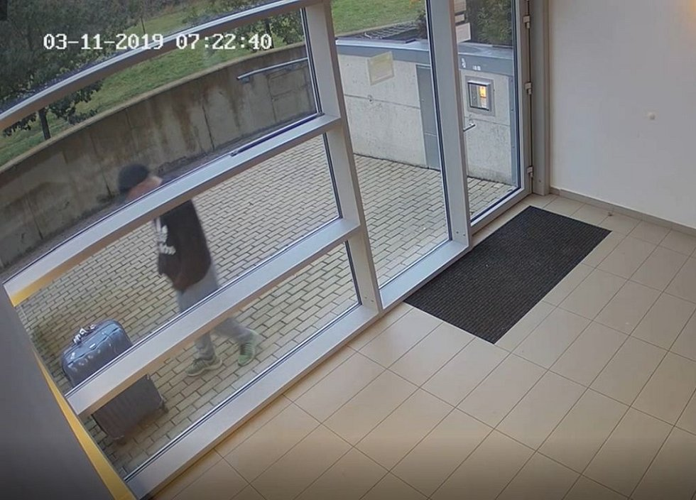 Muž podezřelý v souvislosti s vyšetřováním loupeže v Hrdlořezích.