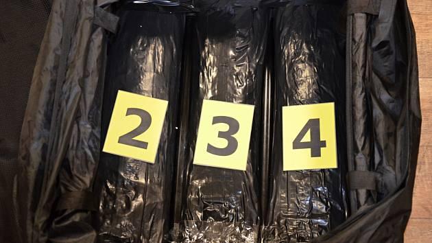 Cizinec pašoval přes šest kilogramů heroinu.