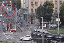 Řidič v Praze 6 zběsile ujížděl strážníkům, dopadli ho v podzemních garážích.