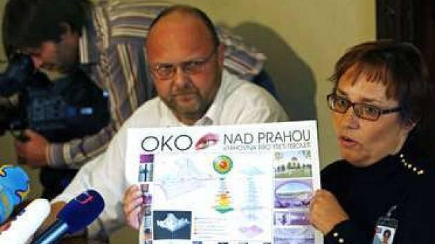 Mimořadna tiskova konference z 11. října 2007 za účasti Vlastimila Ježka a Bohdany Stoklasové.
