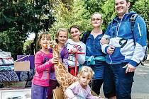 Šťastný milionář Ivan Kohút. Tedy co do počtu návštěvníků v pražské zoo. Spolu s ním se radovala i jeho rodina.