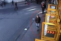 Podezřelá žena.