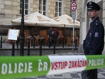 Policisté vyšetřovali incident ke kterému došlo 9. července o půl osmé večer v centru Prahy. Policie střílela v Michalské ulici nedaleko Uhelného trhu po osádce automobilu podezřelé z násilné trestné činnosti, která na ně najížděla.