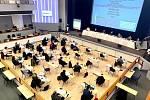 Zastupitelé Prahy 3 byli zaskočeni pokynem z ministerstva vnitra, že kvůli opatřením proti šíření covid-19 musí skončit jednání do 21 hodin.