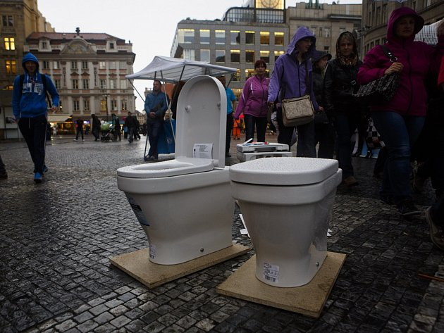 Lidé si připomínali 22. března s Unicef na pražském Václavském náměstí světový Den vody.