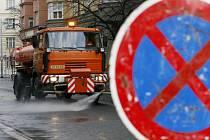 JARNÍ ÚKLID. V pražských ulicích začíná blokové čištění a případná nepozornost spojená s odtahem se může pořádně prodražit./Ilustrační foto