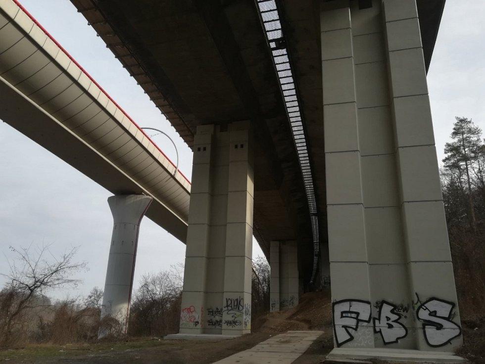 Oprava mostu přes Růžičkovu rokli v Praze.