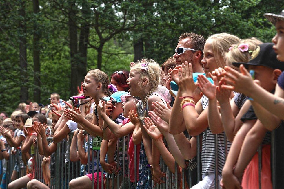 Největší český rodinný festival Kašpárkohraní oslavil 10. narozeniny v Oboře Hvězda.
