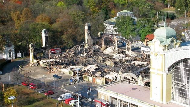 Zničené levé křídlo Průmyslového paláce.