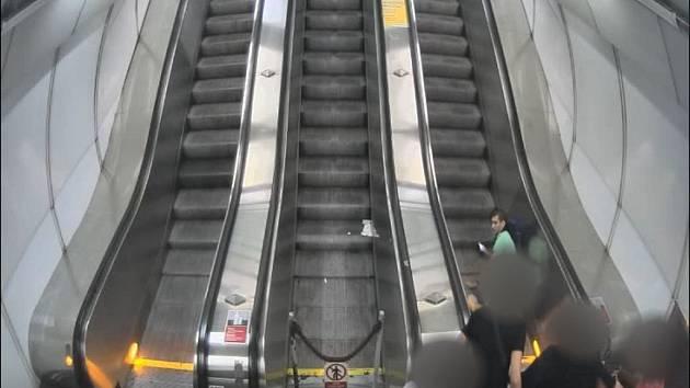 Ve stanici metra Vysoansk dolo k napaden - Denik