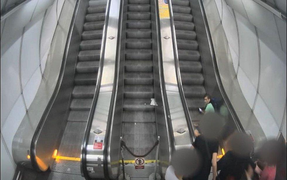 Loňské napadení v metru.